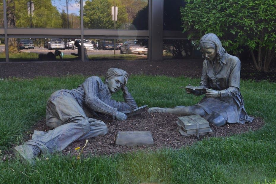 Man and Woman Reading Statues